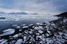 2013-jokulsarlon-icebergs-winter-iceland-sarah-marino-900px